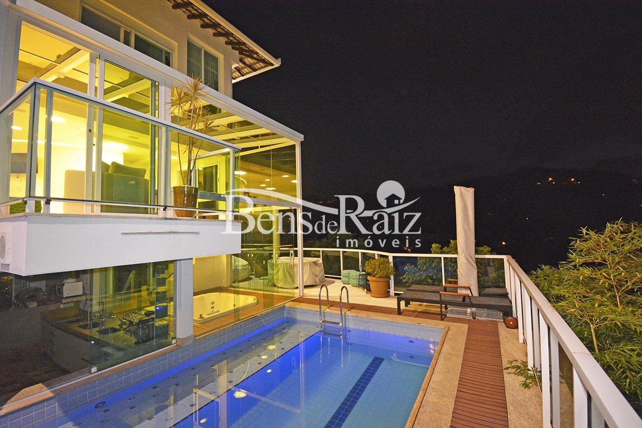 Casa em condomínio de 830m², à venda