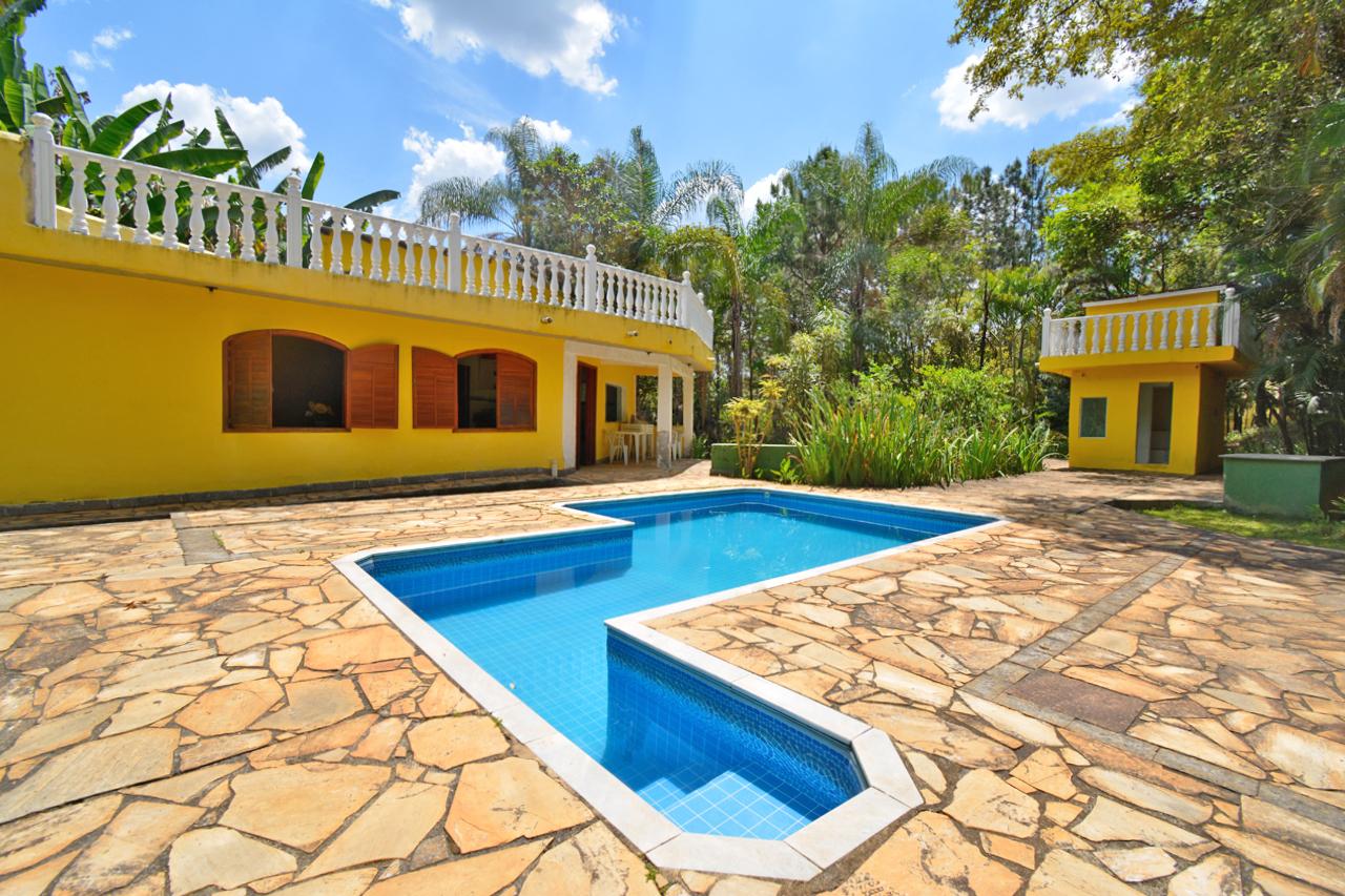 Casa em condomínio de 468m², à venda