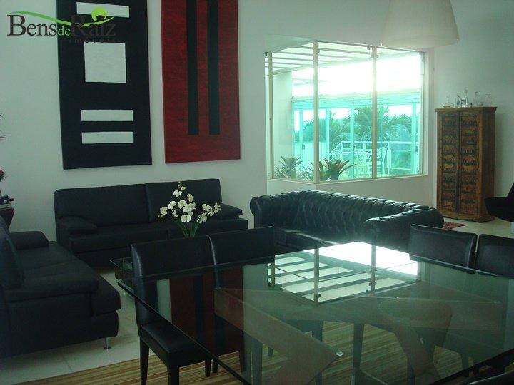 Casa em condomínio de 400m², à venda