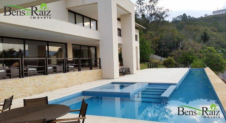 Casa em condomínio de 970m², à venda