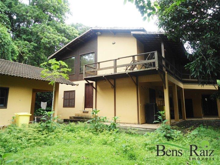 Casa em condomínio de 680m², à venda