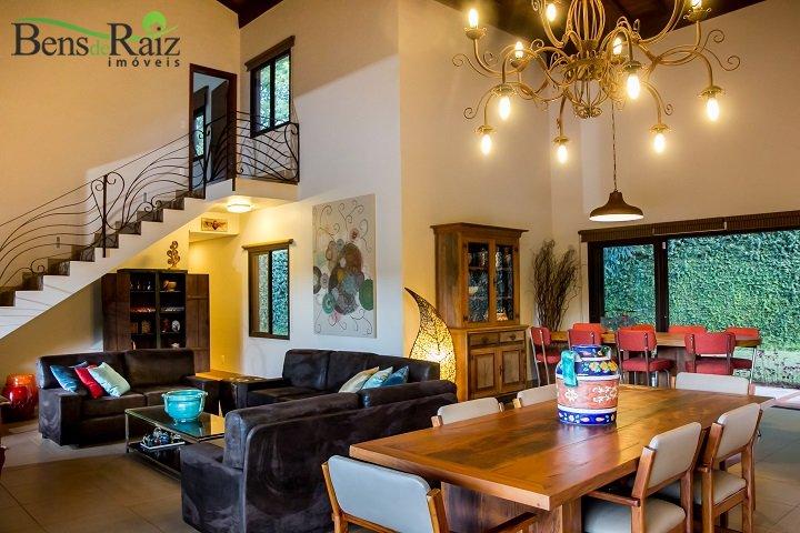 Casa de 2.500m², à venda