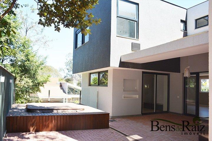 Casa em condomínio de 384m², à venda