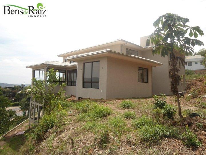 Casa em condomínio de 480m², à venda