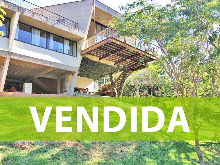 Casa em condomínio de 310m², à venda