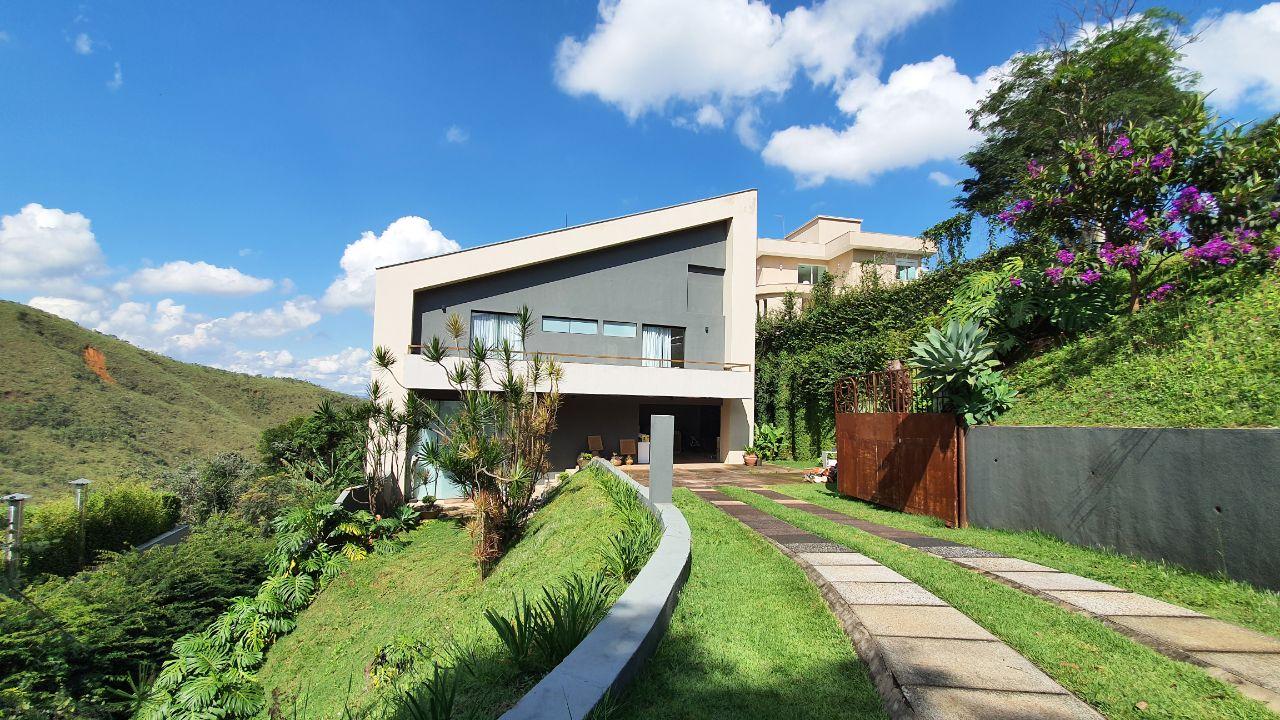 Casa em condomínio de 380m², à venda
