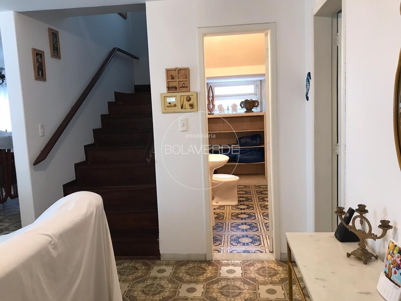 Casa à venda de 4 dormitórios no Pioneiros em Balneário Camboriú