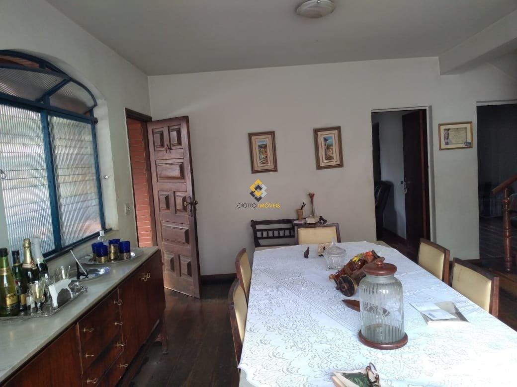 Casa de 250,00m²,  à venda