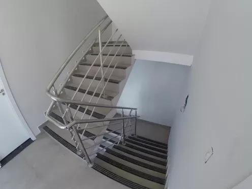 Apartamento no segundo pavimento, acesso pelas escadas
