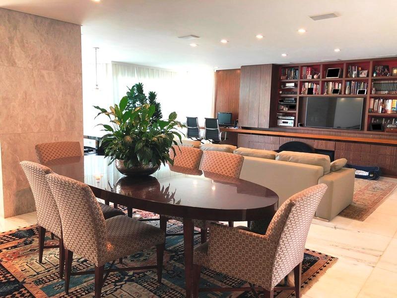 Apartamento de 243,00m²,  à venda