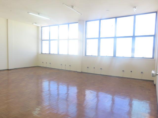 Sala de 76,56m²,  para alugar