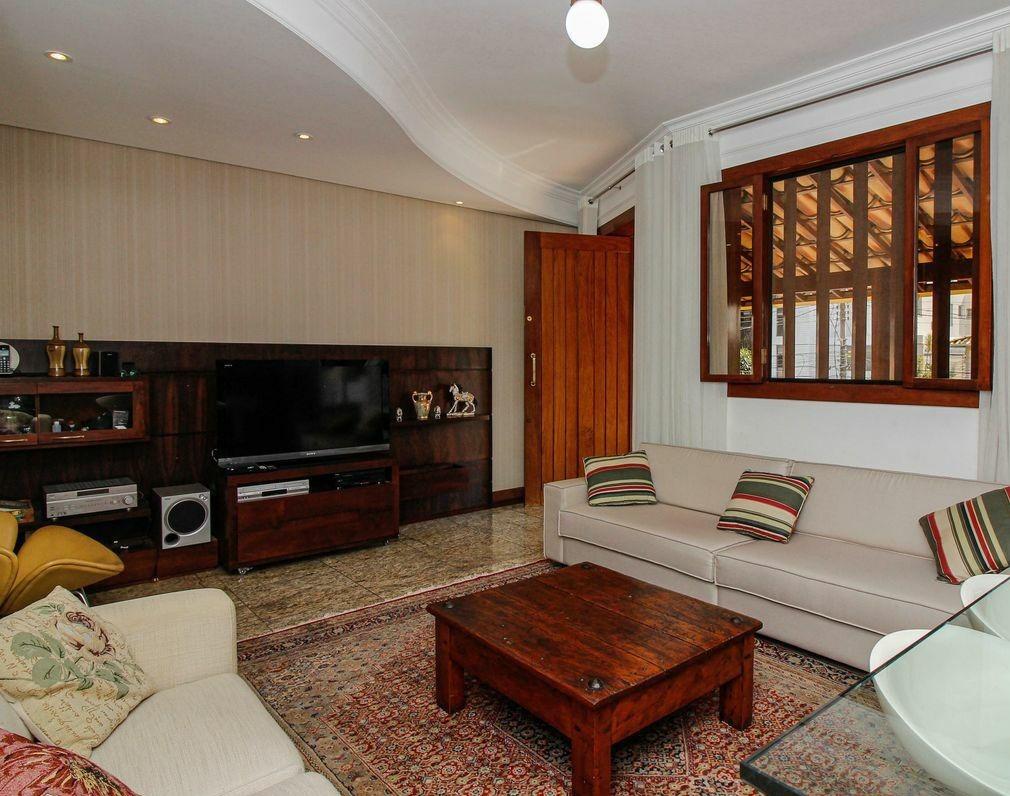 Casa de 295,00m²,  à venda
