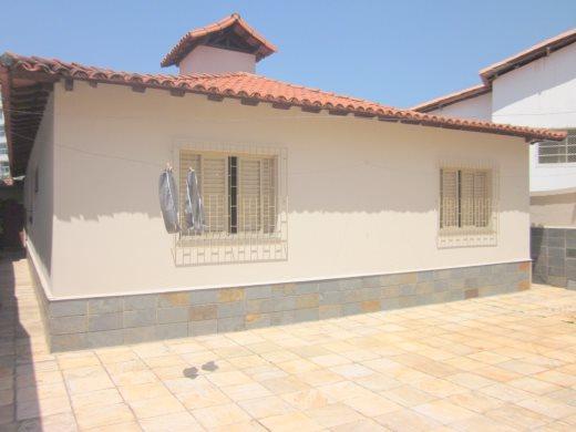 Casa de 253,00m²,  à venda