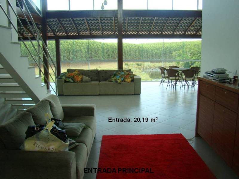 Casa Triplex de 2.200,00m²,  à venda
