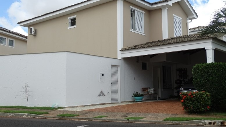 Casa em condomínio de 140,39m²,  à venda