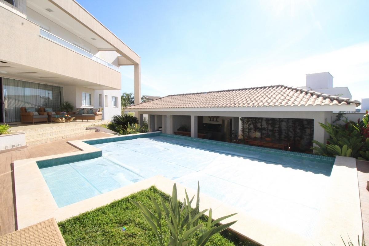 Casa em condomínio de 555,26m²,  à venda