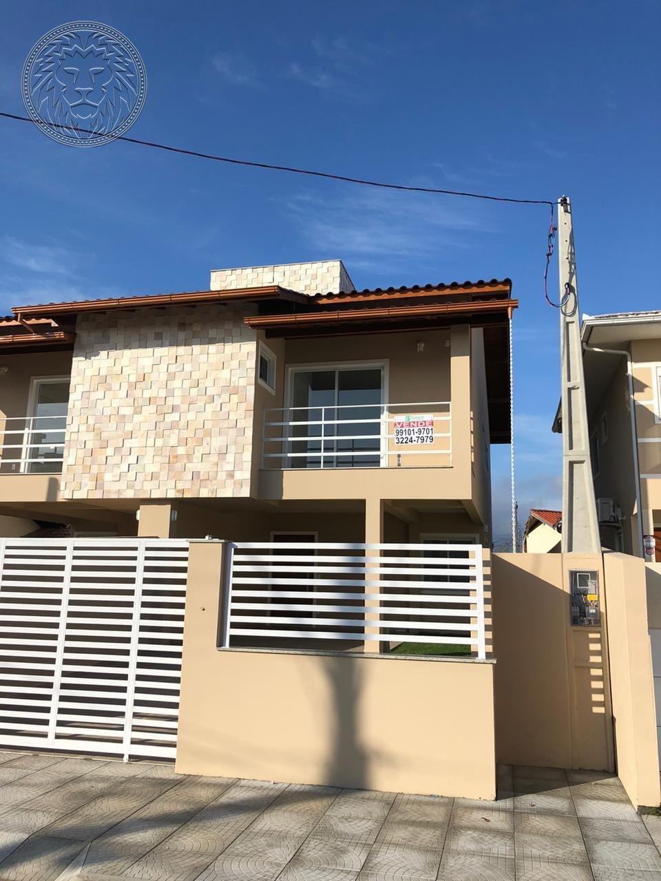 Casa com 3 dormitórios à venda em Florianópolis, no bairro Carianos