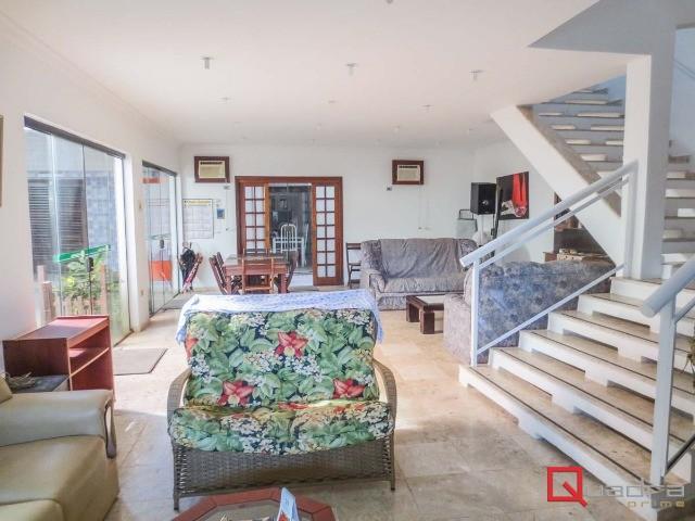 Sobrado com 8 dormitórios (7 suítes) para temporada em UBATUBA, no bairro ITAGUA