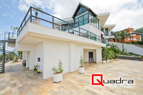 Casa com 6 dormitórios (2 suítes) à venda em ILHABELA, no bairro ENGENHO D  ÁGUA