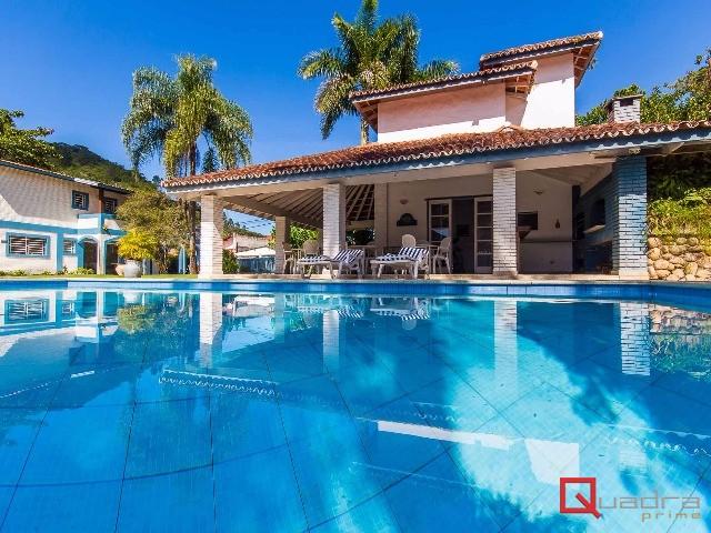 Casa com 6 suítes para temporada em CARAGUATATUBA, no bairro TABATINGA