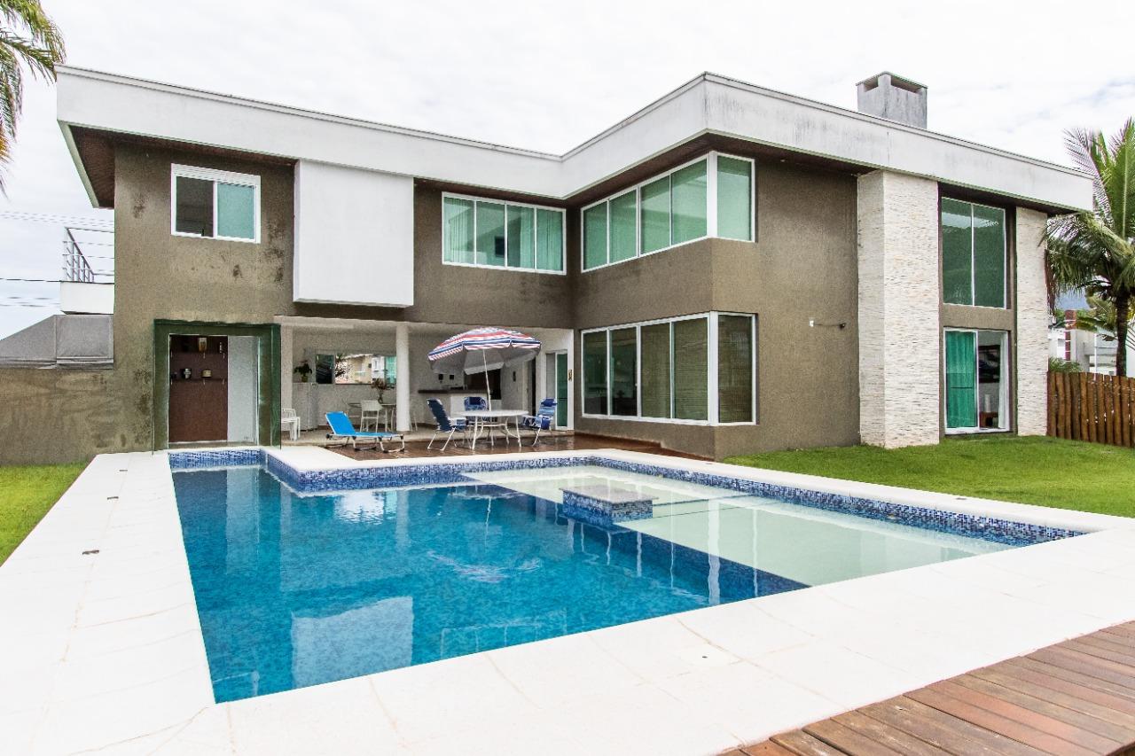 Casa em condomínio com 4 dormitórios (3 suítes) à venda em CARAGUATATUBA, no bairro COSTA NOVA