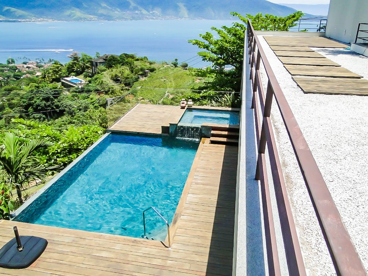 Casa em condomínio com 6 dormitórios (5 suítes) à venda em Ilhabela, no bairro Vila