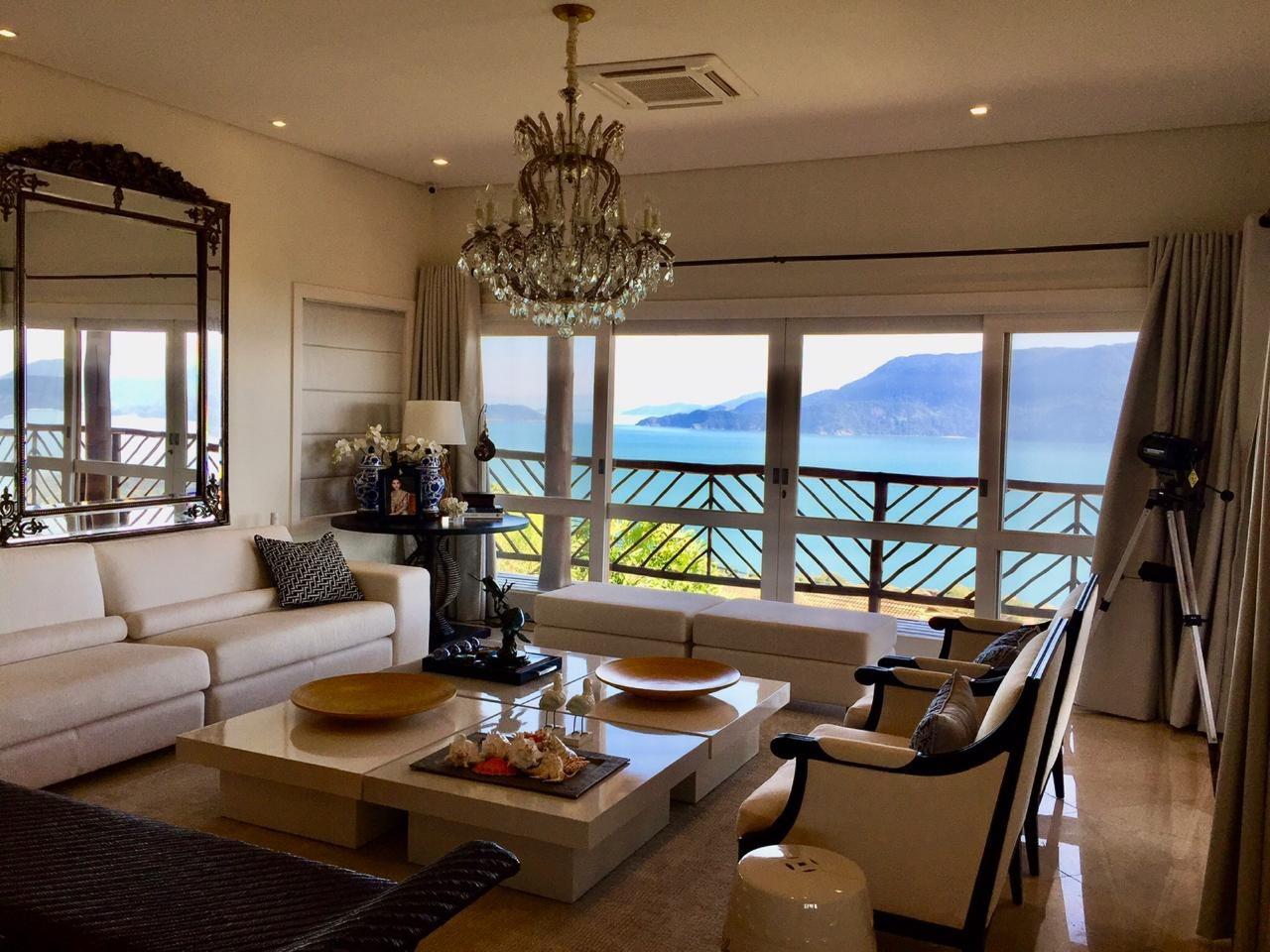 Casa em condomínio com 5 dormitórios (3 suítes) à venda em Ilhabela, no bairro Curral