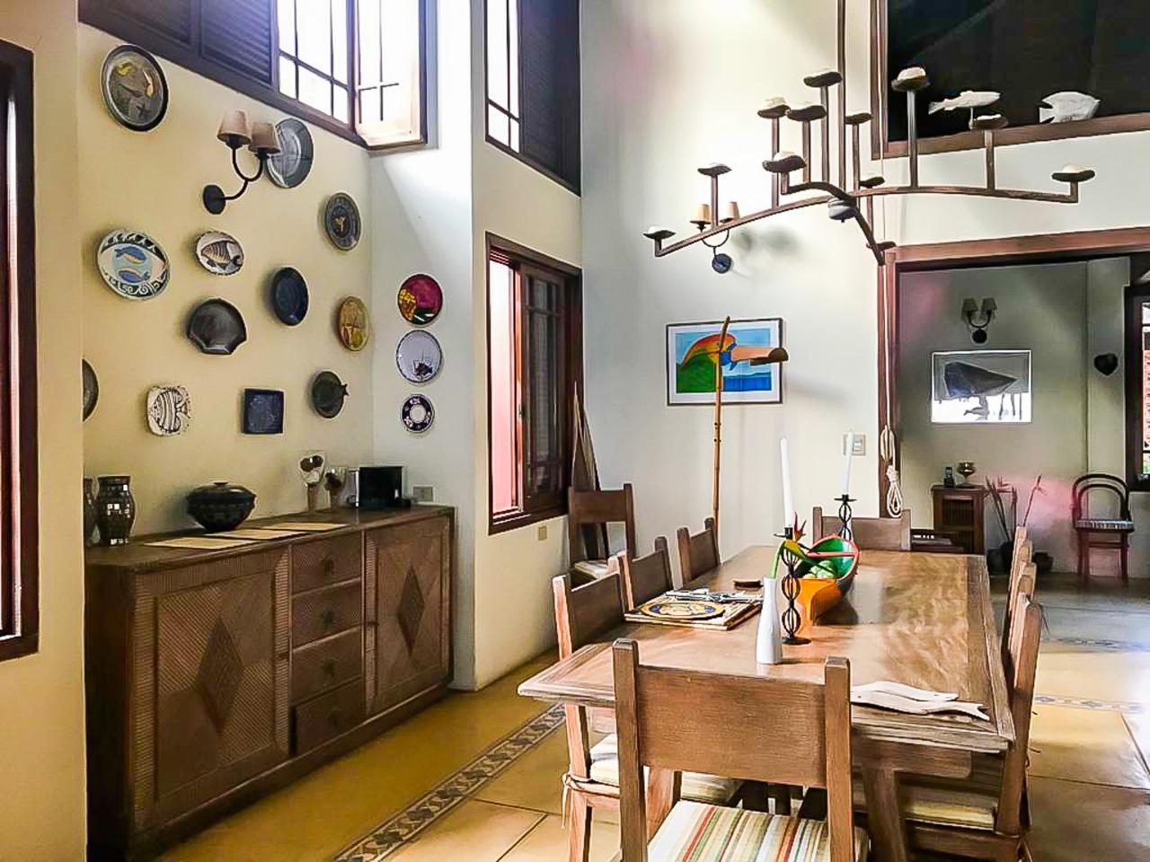 Casa com 6 dormitórios (5 suítes) à venda em São Sebastião, no bairro Guaecá
