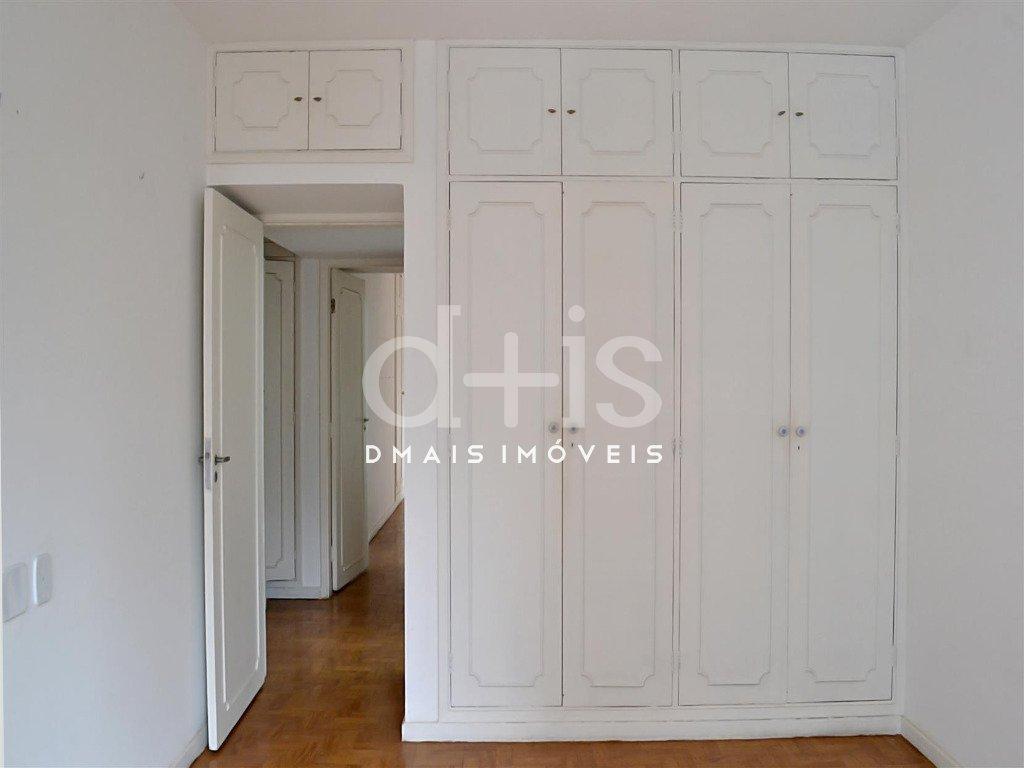 quarto com armários em apartamento para alugar no Jardim Paulista