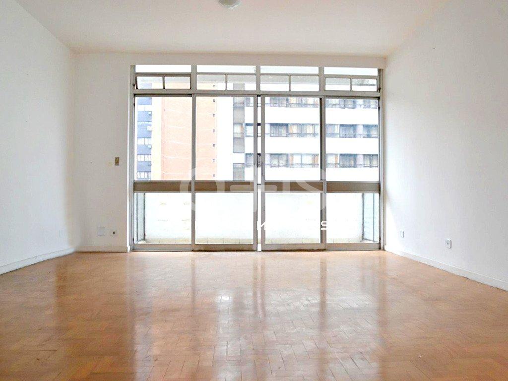 sala com sacada em apartamento para alugar no Jardim Paulista