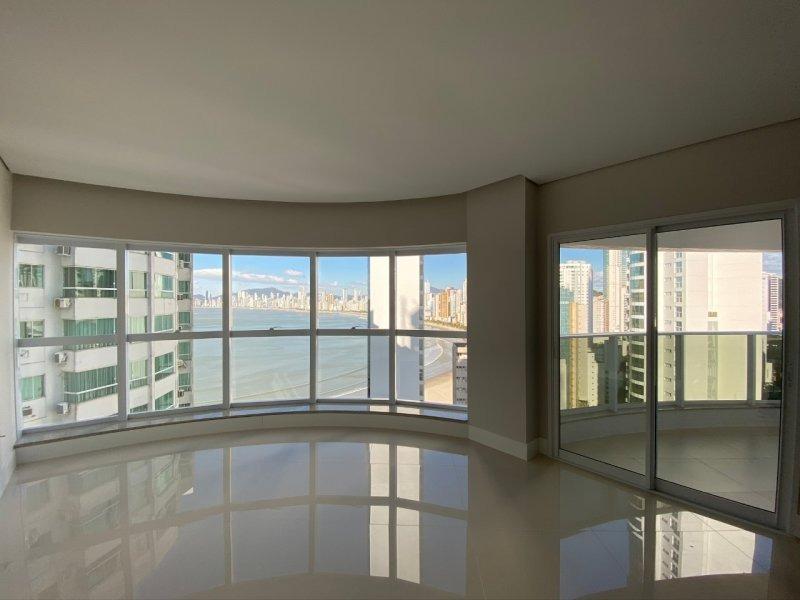 Apartamento com Três Suítes no Esquina Bella em Balneário Camboriú