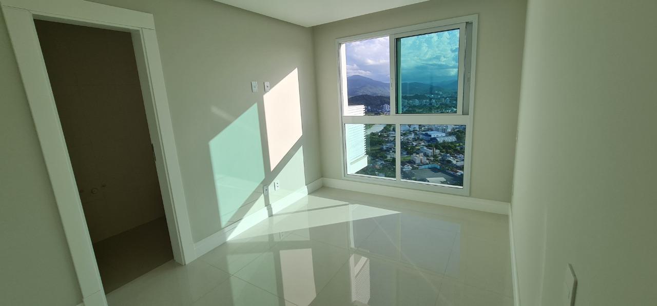 Apartamento em Andar Alto no Phoenix Tower em Balneário Camboriú