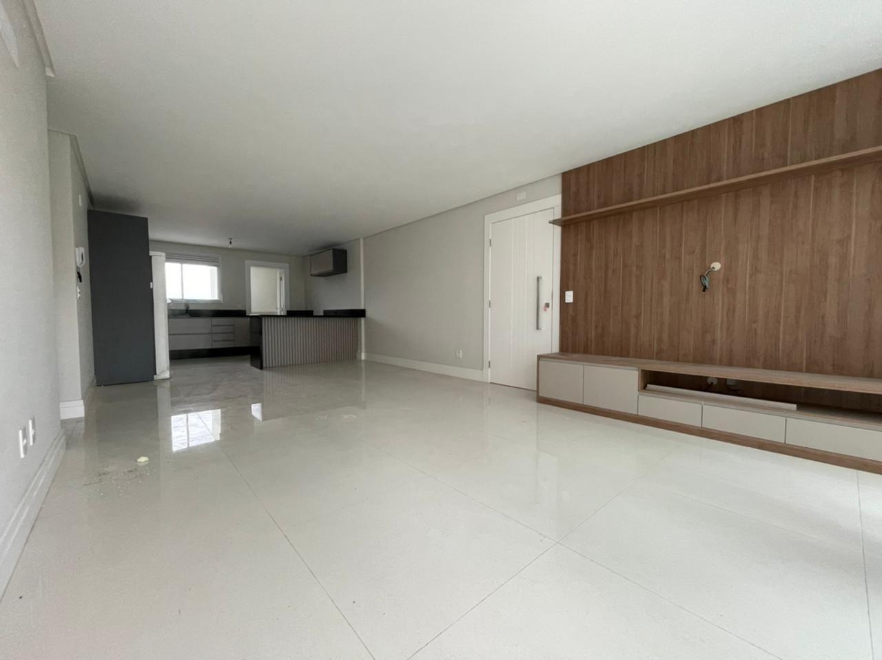 Apartamento Semi Mobiliado no Phoenix Tower em Balneário Camboriú