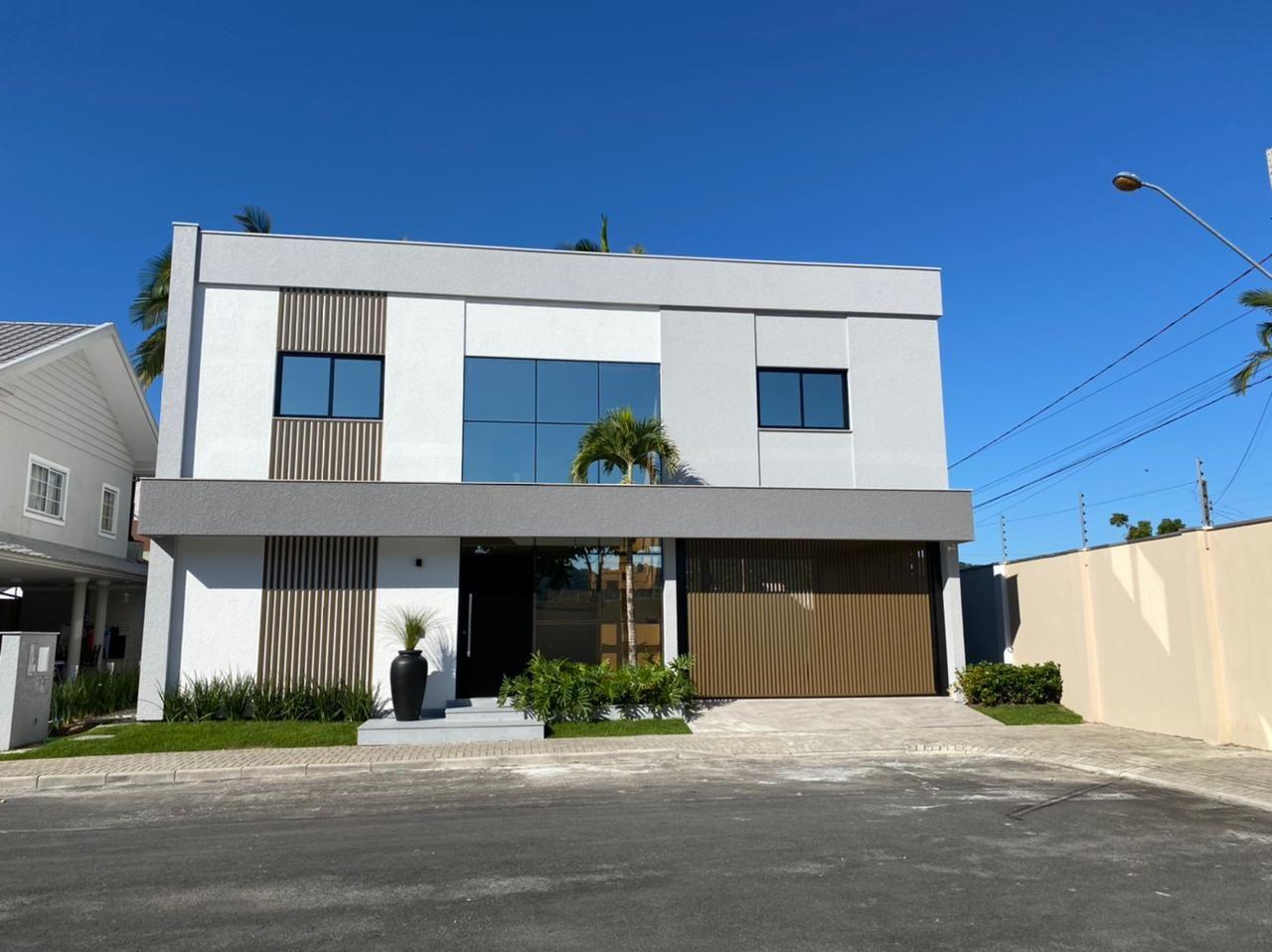 Casa Pronta Para Morar no Boulevard da Barra em Balneário Camboriú