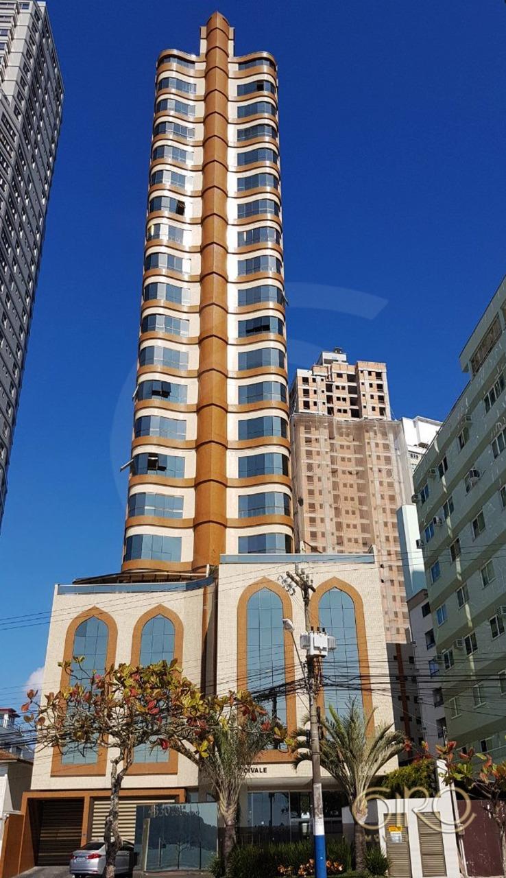 Apartamento no Edifício Vale Dourado na Frente Mar de Balneário Camboriú