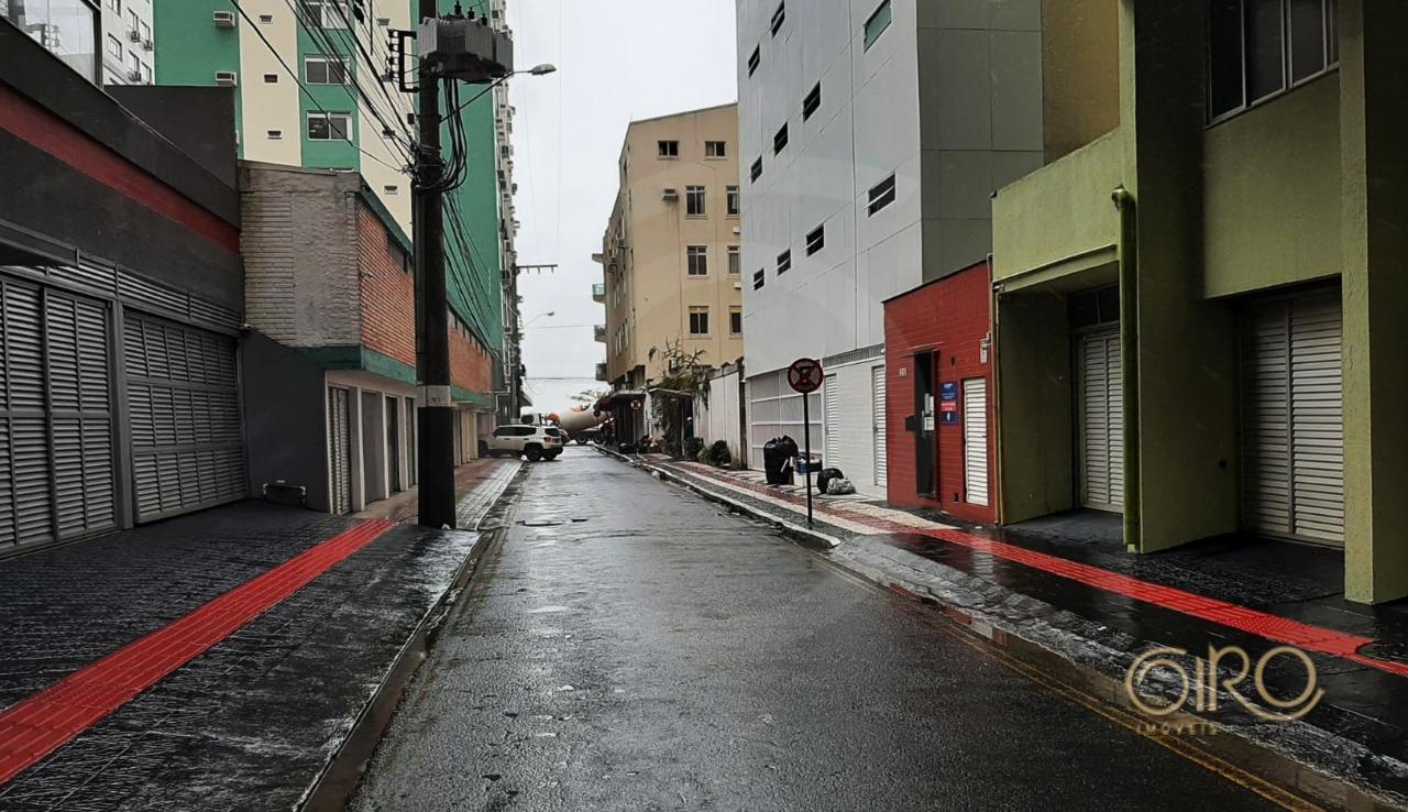 Apartamento Mobiliado no Ed. Santa Helena na Quadra Mar de Balneário Camboriú