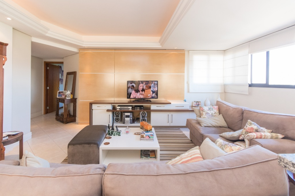 Apartamento  3 Dormitórios  1 Suíte  2 Vagas de Garagem Venda Bairro Vila Ipiranga em Porto Alegre RS