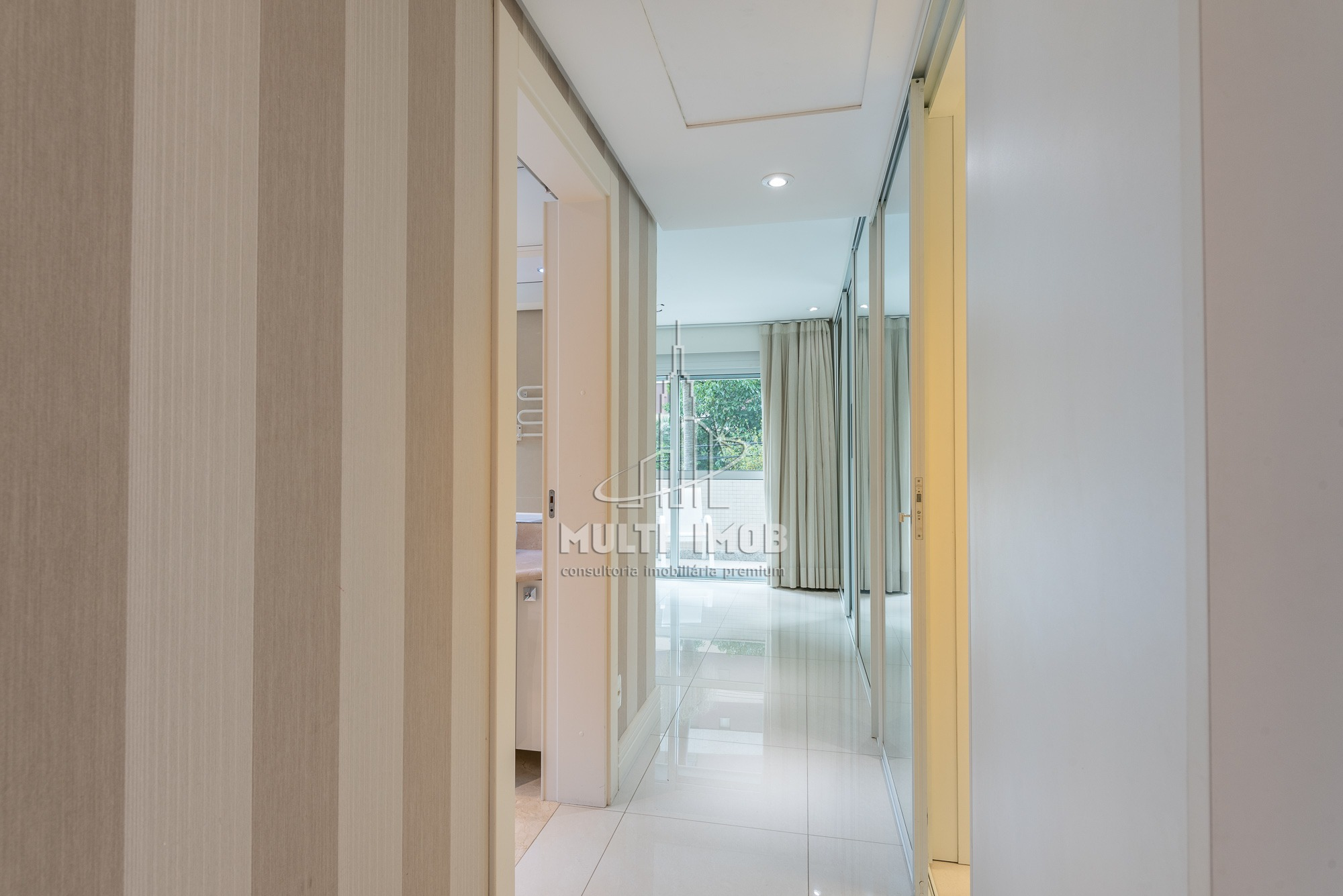 Apartamento Garden  4 Dormitórios  3 Suítes  4 Vagas de Garagem Venda Bairro Bela Vista em Porto Alegre RS