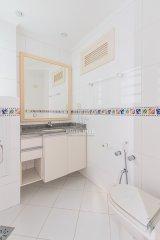 Apartamento  3 Dormitórios  1 Suíte  1 Vaga de Garagem Venda Bairro Moinhos de Vento em Porto Alegre RS