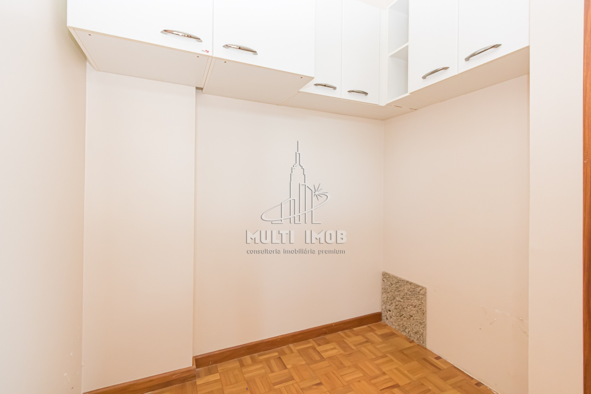 Apartamento  3 Dormitórios  1 Suíte  2 Vagas de Garagem Venda e Aluguel Bairro Petrópolis em Porto Alegre RS
