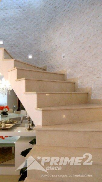 (24) Escada piso superior