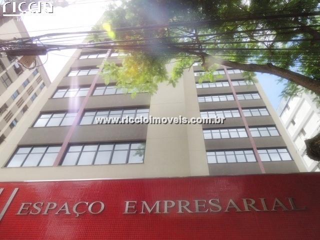 O Edifício Sky II Espaço Empresarial, no Centro de São José dos Campos, Salas Comerciais, mais espaço, segurança e valor para sua empresa, escritório ou consultório. Conjuntos comerciais contará com 63 salas para escritórios de 38 m² a 350 m² de área privativa. Condições comerciais imbatíveis, com o melhor acabamento da região. Espaço e Flexibilidade Únicos, A Infra-Estrutura que Seu Negócio Requer, O Acabamento que Reflete Seu Sucesso, Esta é Sua Oportunidade e Fácil Acesso e Ótima Localização.  localizado na região Central de São José dos Campos, à Rua Euclides Miragaia nº 660, perto da esquina com a Avenida Doutor Nélson D'Ávila e ao lado do Sky I Espaço Empresarial. Como em todo empreendimento, foram adotados os critérios e procedimentos exigidos em Lei e estipulados nos itens 5.2 a 5.7 da norma brasileira ABNT NBR 12.721:2006 para o cálculo das áreas. Ou seja, fazem parte das áreas privativas as paredes, shafts e pilares internos das unidades, bem como as áreas daqueles que confrontam com as partes comuns e com a fachada do prédio. Áreas de paredes, shafts e pilares entre unidades vizinhas são divididas entre estas unidades.