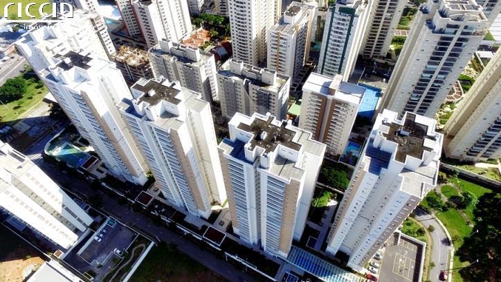 Patio Condomínio Clube: More em um verdadeiro clube em São José dos Campos, o Patio esta localizado no bairro Jardim Aquarius, apartamentos de 90 à 125 m².  Condomínio tem: portaria e ronda 24h, complexo aquático com 1 piscina grande,1 infantil e uma hidromassagem, piscina aquecida, SPA com sauna, 4 salões de festa decorado (1 infantil, 3 adulto), espaço gourmet, 3 churrasqueiras, 2 academias equipadas, 2 brinquedotecas, 2 salões de jogos, sala de estudos, music station, sala de cinema, quadra poliesportiva, playground, espaço para skate/bicicleta, área para passeio com animais, garagem p/ visitantes.