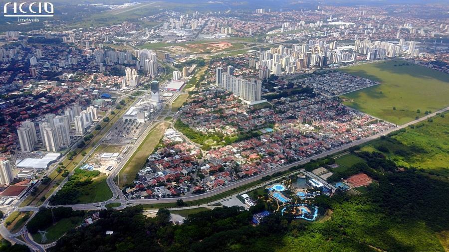 O Condomínio Colinas em São José dos Campos, residencial de casas,  possui excelente infraestrutura na região de alto padrão e próximo a área central e do lado do Shopping mais charmoso de São José dos Campos.
