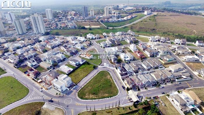 O Condomínio em ótima localização no Urbanova, com playground, aparelhos de ginastica, pista de caminhada e segurança 24h.