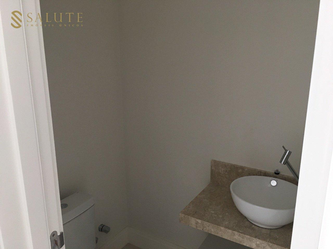 Banheiros semi-mobiliados
