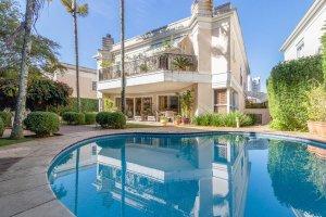 Casa Impecável em Condomínio na Cidade Jardim