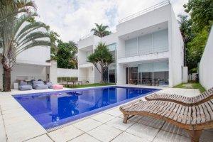 Casa Moderna com Projeto de  João Armentano