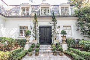Casa com Estilo Francês no Jardim Guedala