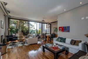 Casa em Condomínio com Piscina na Cidade Jardim